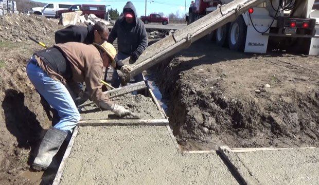 How to pour a concrete footing for a block garage